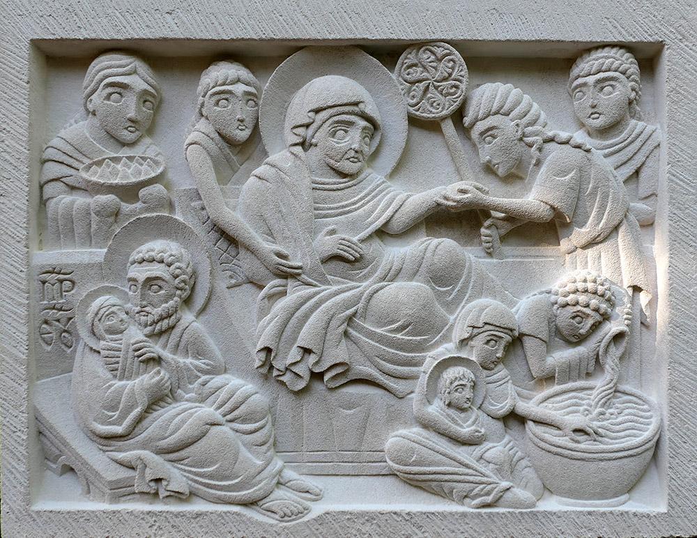 Bas-relief représentant la nativité de la Mère de Dieu d'après l'iconographie orthodoxe.